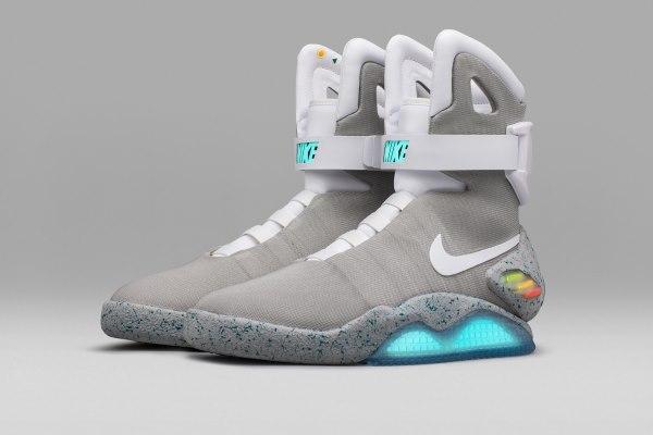 156a09806 На создание этой обуви дизайнеры вдохновились легендарным фильмом «Назад в  будущее 2». Всего было создано около 100 пар этих удивительных кроссовок,  ...